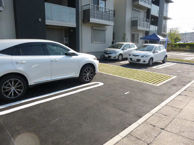 アイリス徳重 駐車場
