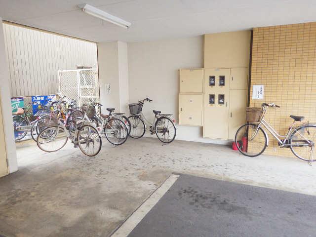 ルミエール豊国 駐輪場