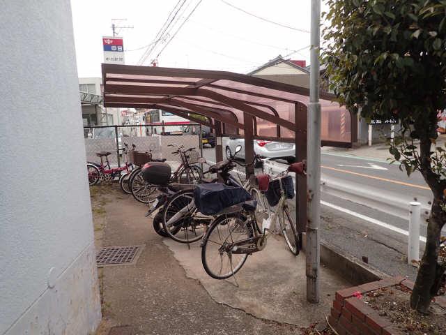 シャトー松葉 駐輪場