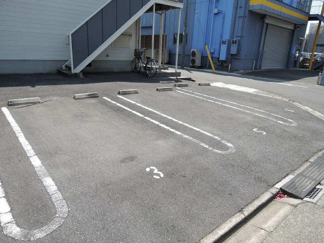 コーポ芳栄 駐車場