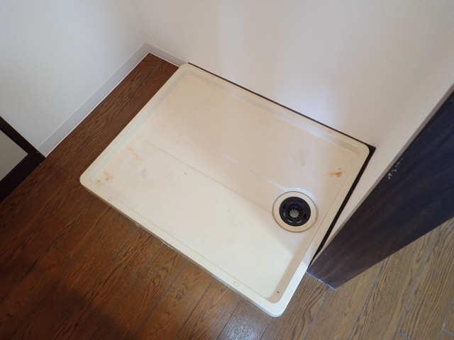 ファミール三武 1階 洗濯機置場
