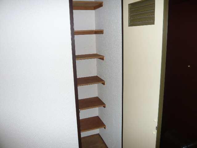 ウエストハウス オーモン 3階 下駄箱
