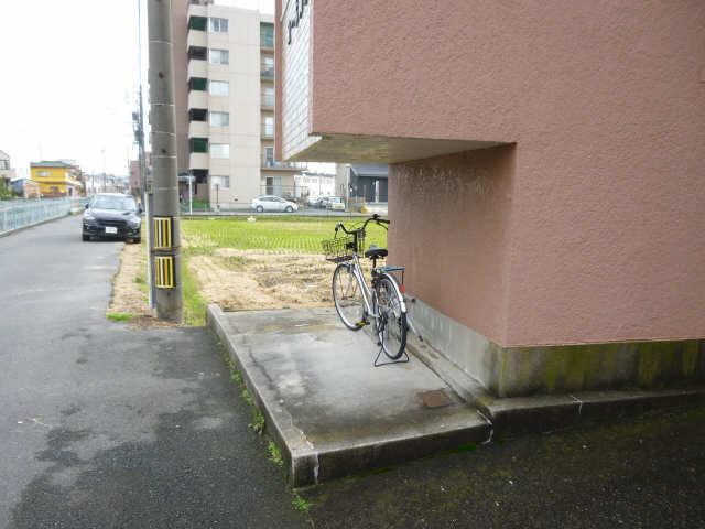 コーポ岡本 4階 駐輪場