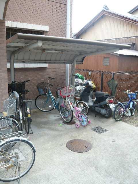 アーバンライフ本郷 第1・第2 自転車置場