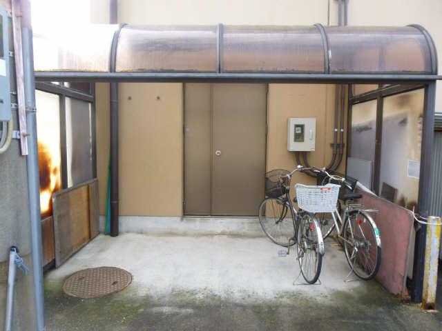 萬有ビル 3階 駐輪場