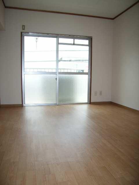 キングスマンション2号館 3階 居室