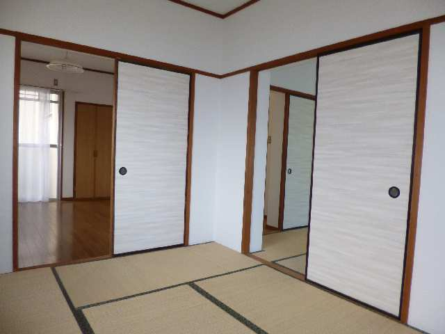 キングスマンション2号館 1階 東和室