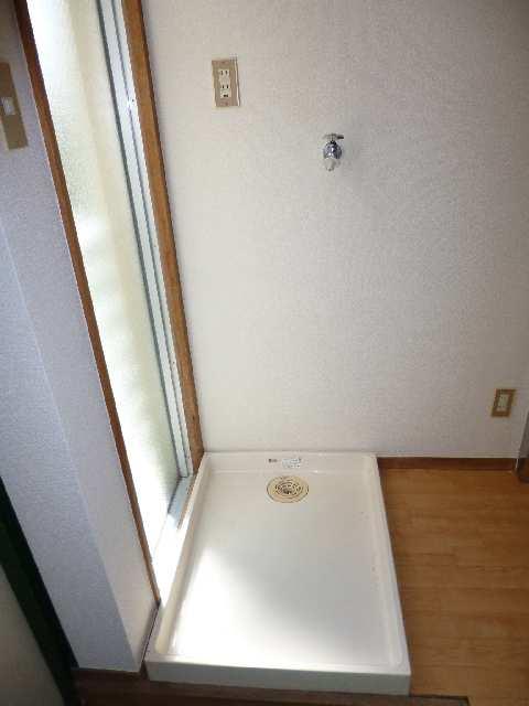 キングスマンション2号館 1階 洗濯機置場
