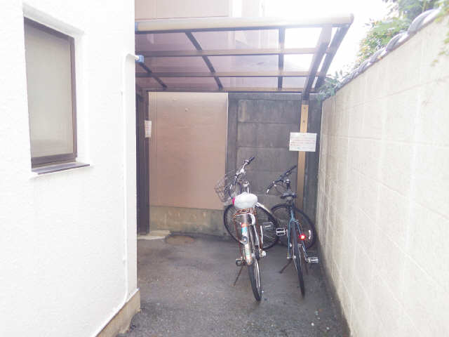 タウンコート岩塚 2階 駐輪場