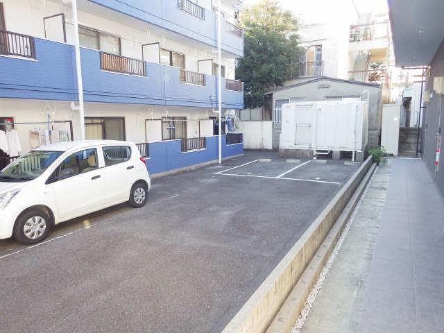 タウンコート岩塚 3階 駐車場
