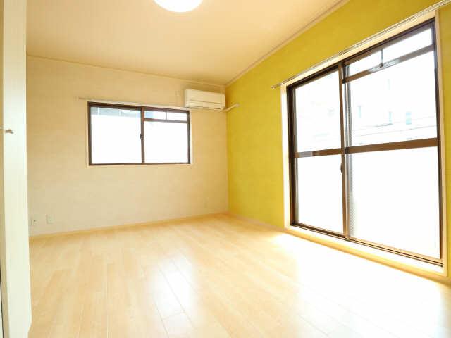 タウンコート岩塚 2階 室内