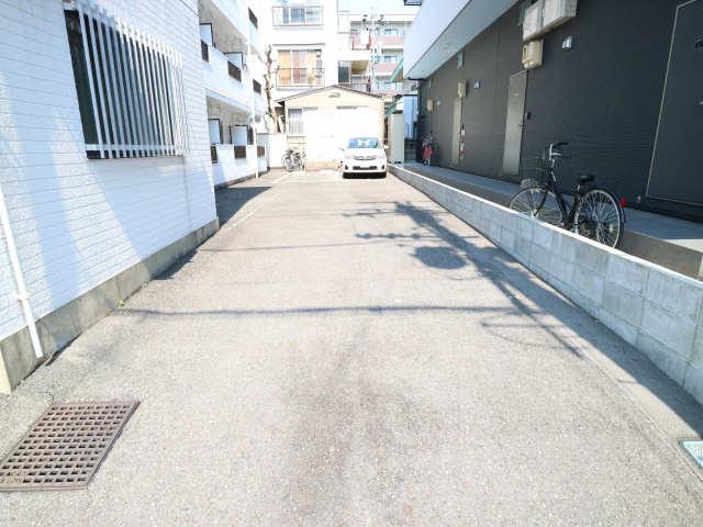 タウンコート岩塚 2階 駐車場