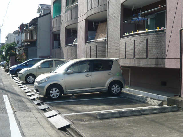 ハイツ80 駐車場