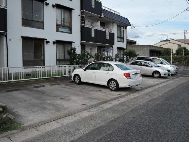 グリーンプレジオ岩塚 駐車場