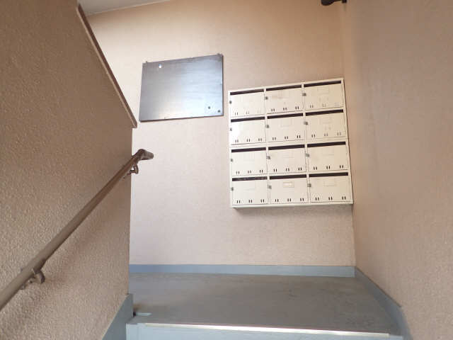 吉屋ビル 4階 メールボックス