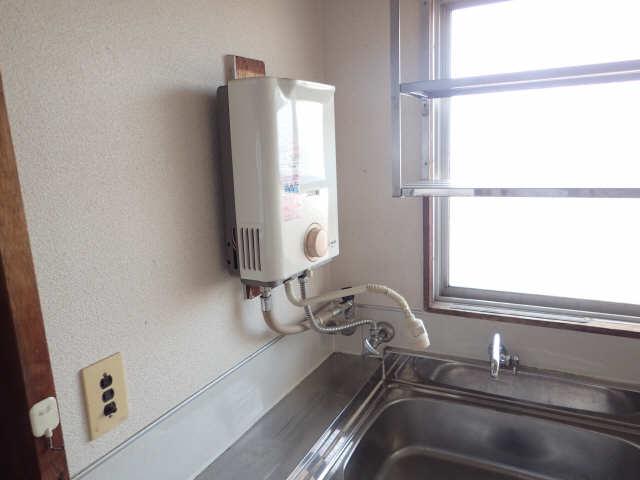 吉屋ビル 4階 瞬間湯沸器