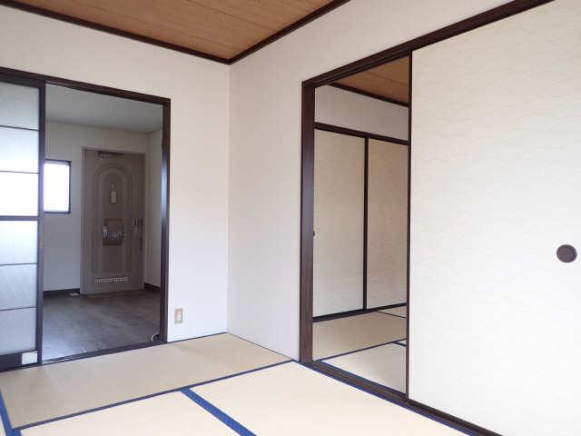 タウン松葉 2階 室内