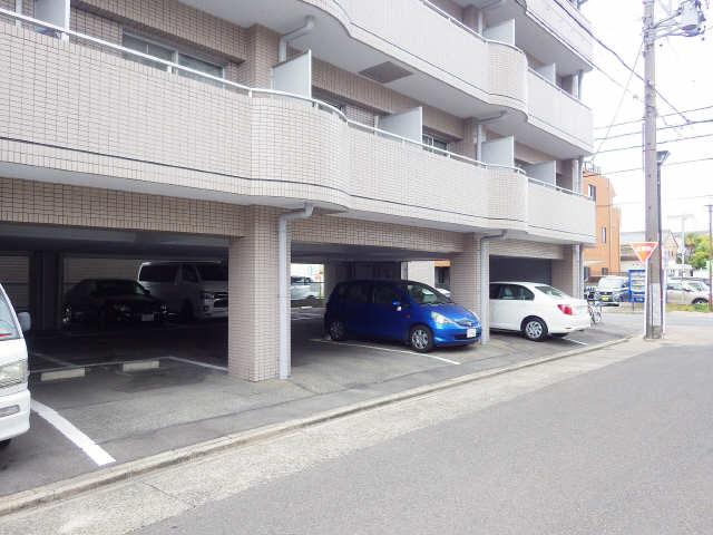 パフォス草薙 駐車場