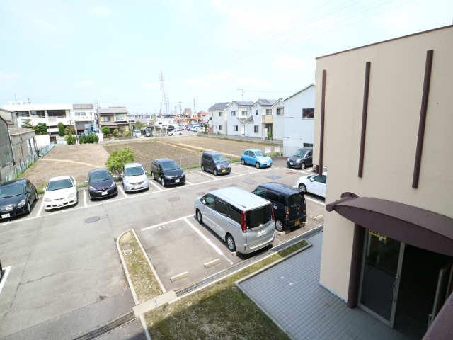B.S.ハウスロボ 2階 駐車場