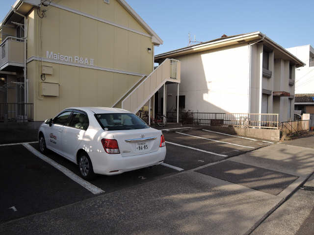 メゾンR&AⅡ 2階 駐車場
