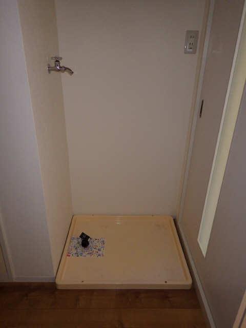 メゾンR&AⅡ 1階 洗濯機置場