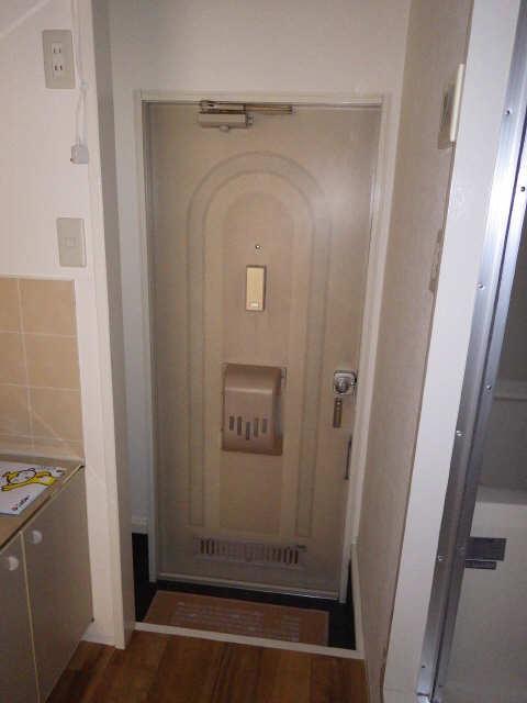 メゾンR&AⅡ 1階 玄関
