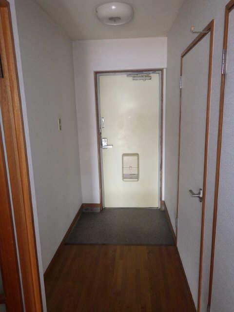 リバーサイド宮塚 4階 玄関