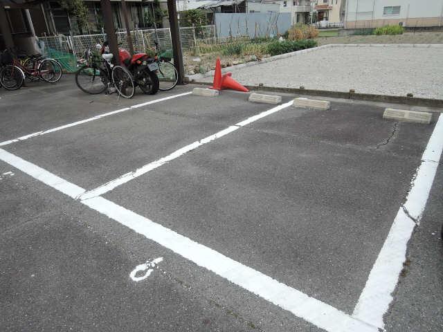 メゾンアリエス 駐車場