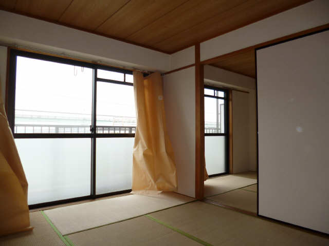 サンホーム愛宕 3階 室内