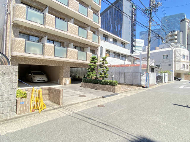 ウインバードM・K 6階 駐車場