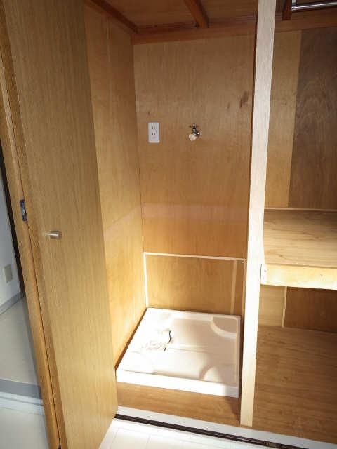 アローフィールドビル 3階 洗濯機置場