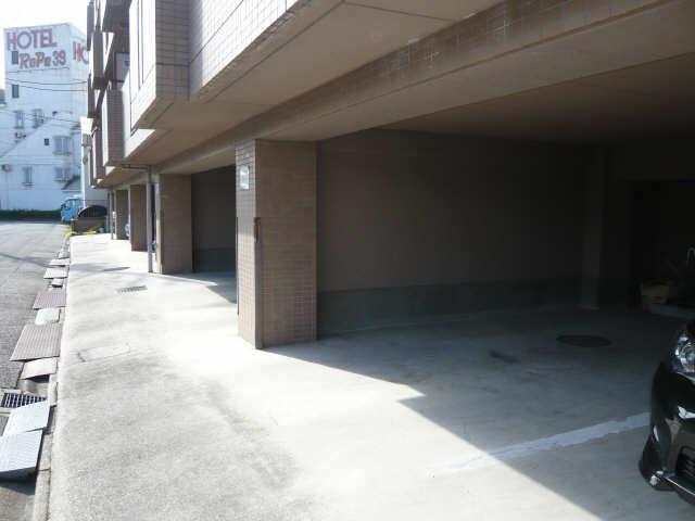 ラ・ヴィレット城屋敷 駐車場