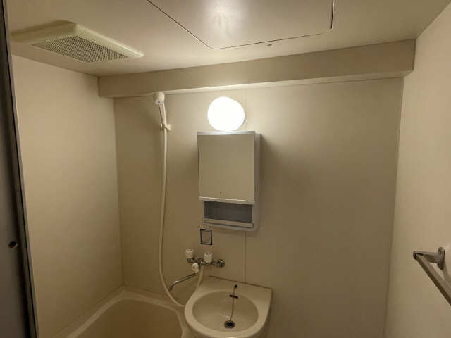 カーサ アクティス 4階 浴室換気扇