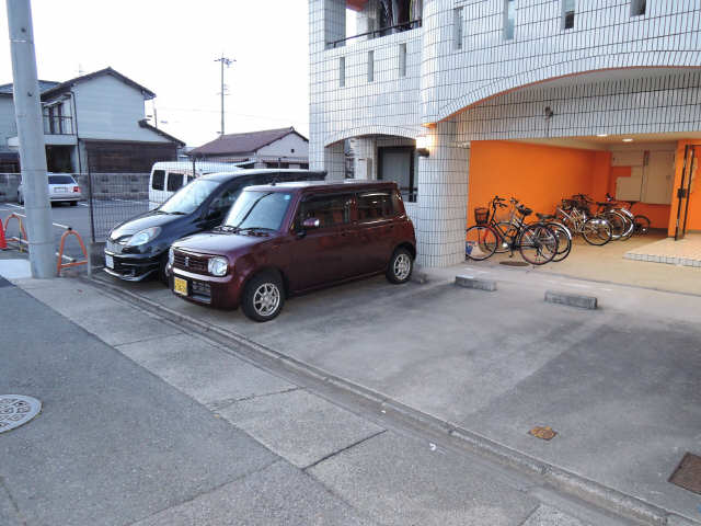 WEST COAST 駐車場