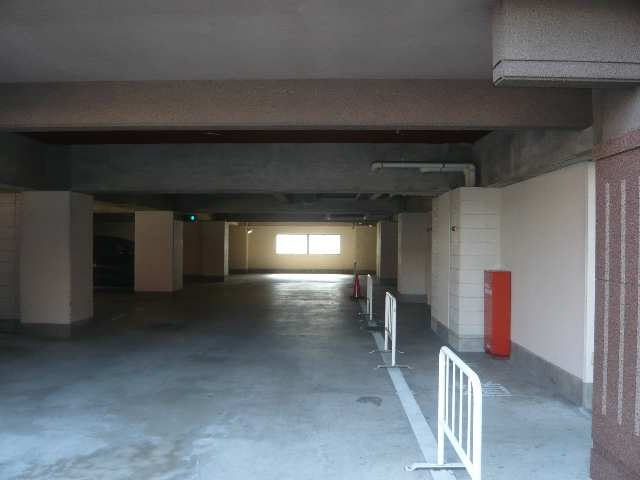 メゾンバリエ 屋内駐車場