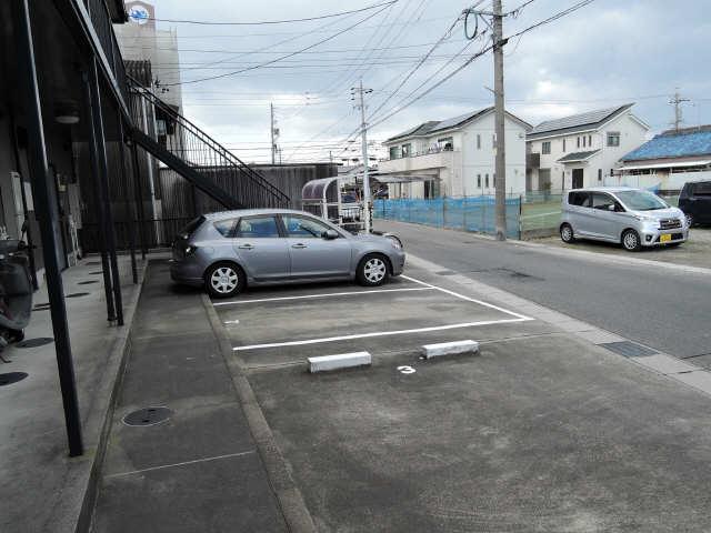 ドゥージェームYAMA 駐車場