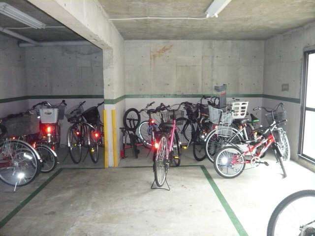 アニバーサリー 自転車置場