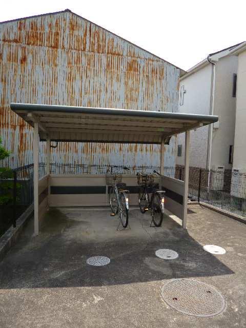 ピア・ファミール 自転車置場
