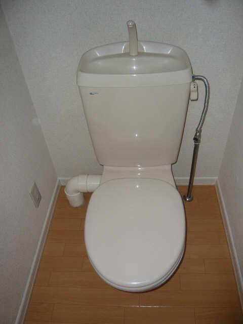 メゾンR&AⅥ 2階 WC