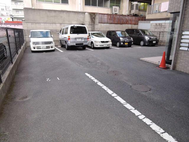 メゾン山勝 駐車場