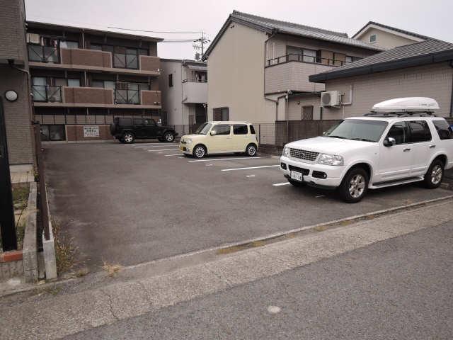 サニーコート砂田 駐車場
