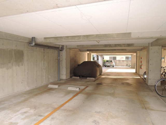 TATビル 駐車場