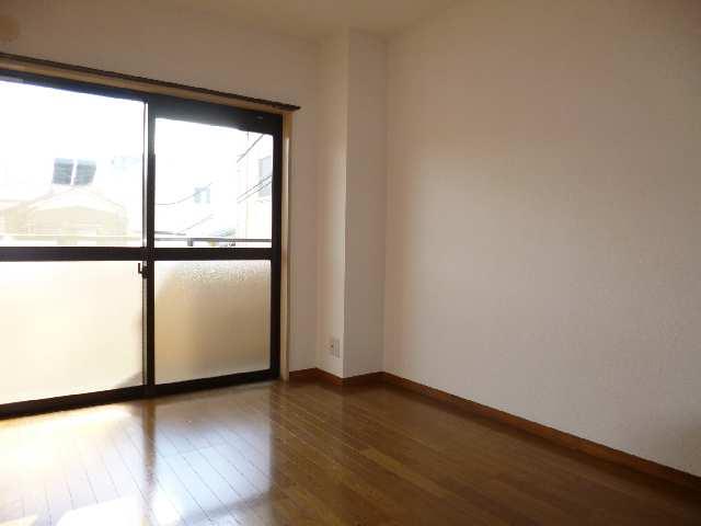 クィーンハイツ大治 2階 室内