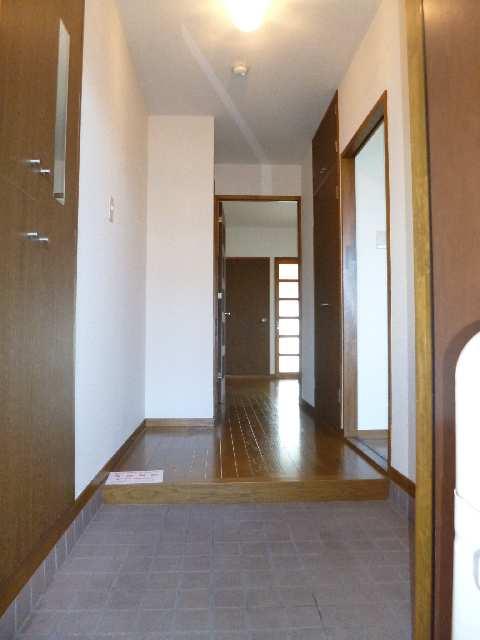 クィーンハイツ大治 2階 玄関