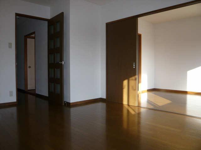 クィーンハイツ大治 1階 室内