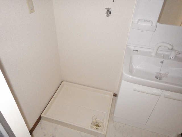 ラフィネ I 3階 洗濯機置場