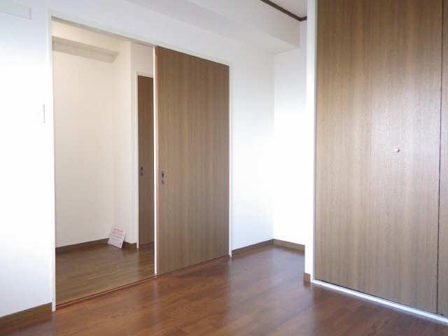 ラフィネ I 4階 洋室
