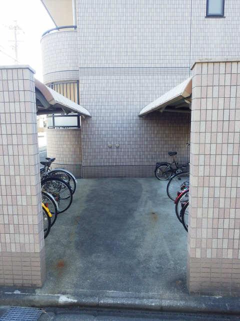 マ・メゾン・リヴェール 駐輪場