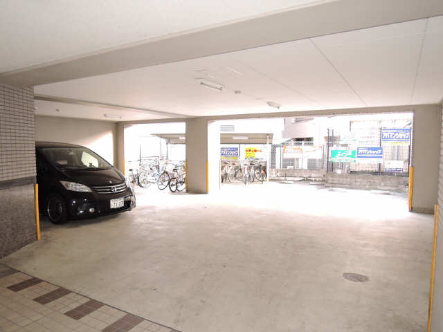 ルミエール本陣 2階 駐車場