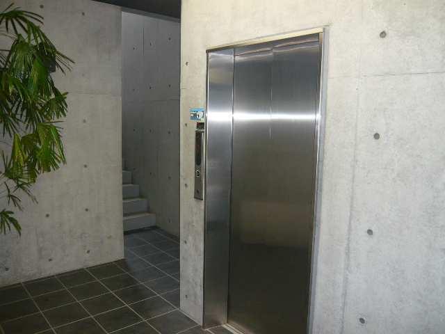 B's 117 3階 エレベーター